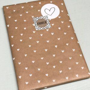 Kadopapier / inpakpapier, Kraft met witte hartjes 30 cm x 1 meter