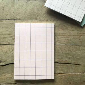 Schriftje A5 `grid` nude met bruin streepje