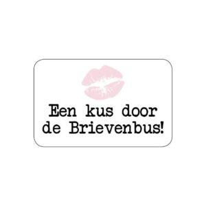 Sticker, rechthoek 25mmx35mm, `Een kus door je brievenbus` per 10 stuks )