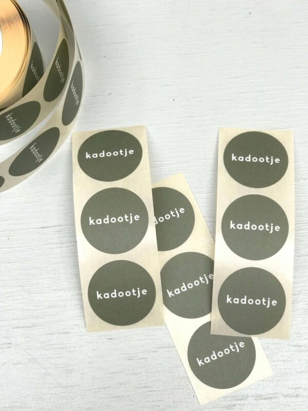 Sticker, rond 30mm, `Kadootje` Rosemary green groen ( per 10 stuks )