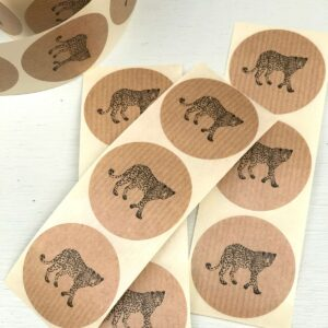 Sticker, rond 50mm, Walking leopard panter kraft ( per 10 stuks )