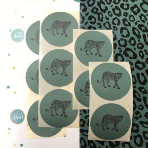 Sticker, rond 50mm, Walking leopard panter pine green ( per 10 stuks )