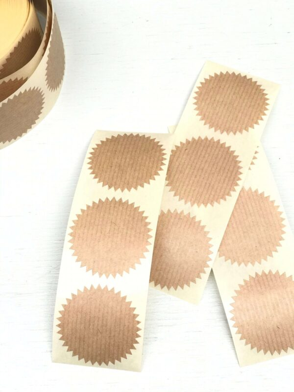 Sticker, rond 50mm, kartelrandje kraft ( per 10 stuks )